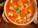 Рецепта Селска картофена яхния със свинско месо от плешка и чушки в глинен гювеч (гърне) на фурна